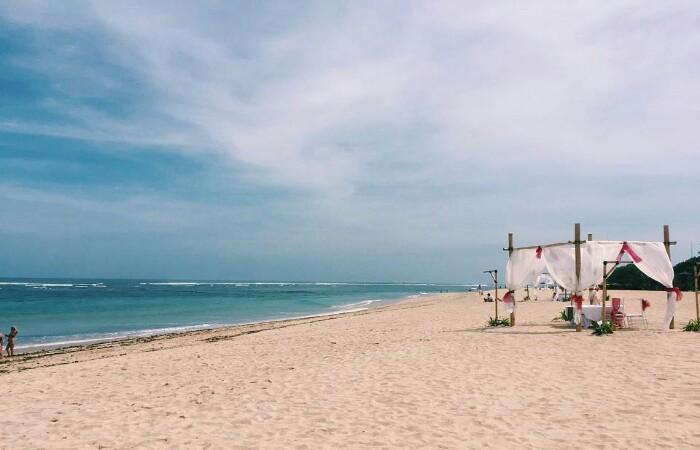 Pantai Mengiat Nusa Dua Tripbaligo