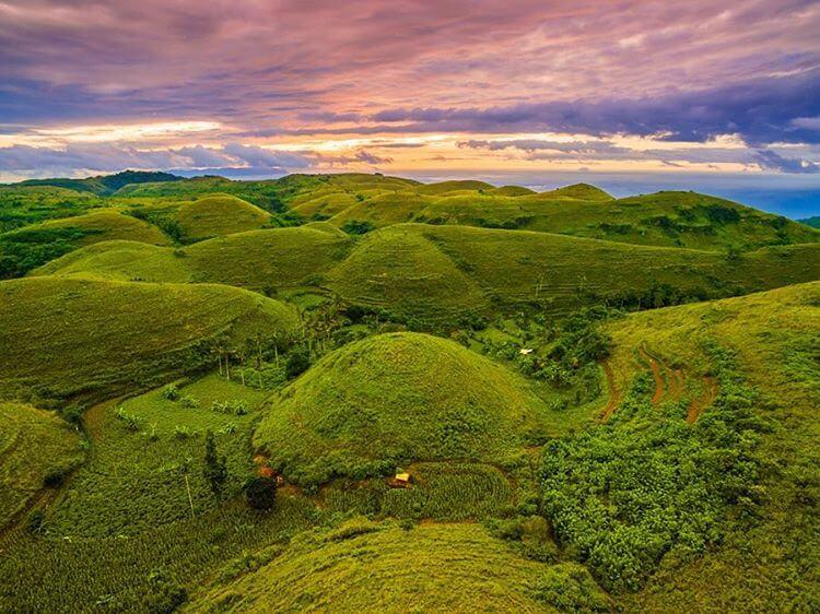 bukit Teletubbies-Hill-Viewpoint-Destinasi-Wisata-Instagramable-di-Nusa-Penida @manuteja