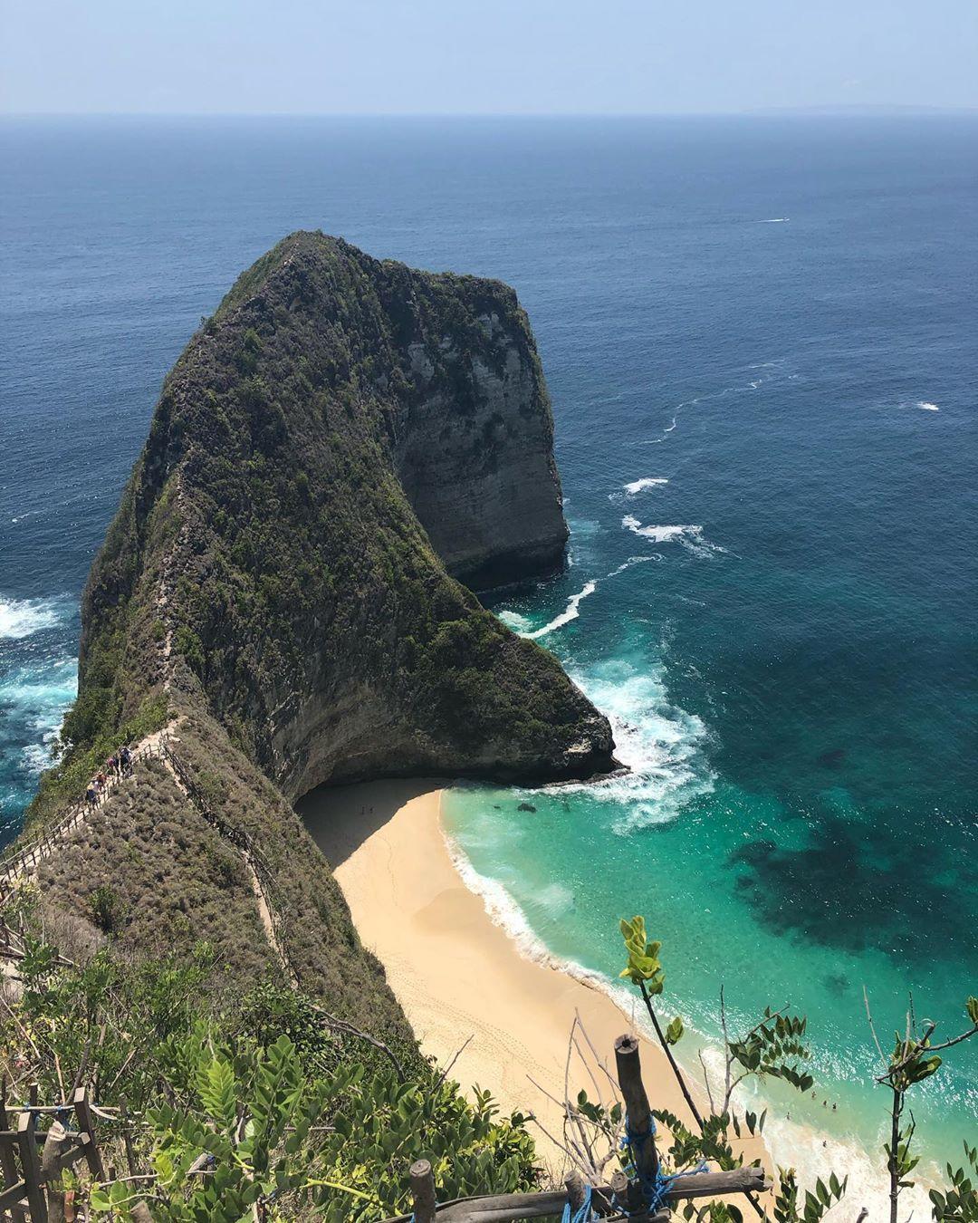 kelingking beach, Nusa Penida, acoupleof_earthlings